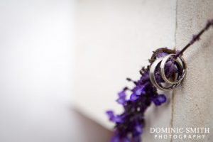 Detail photography of the wedding rings