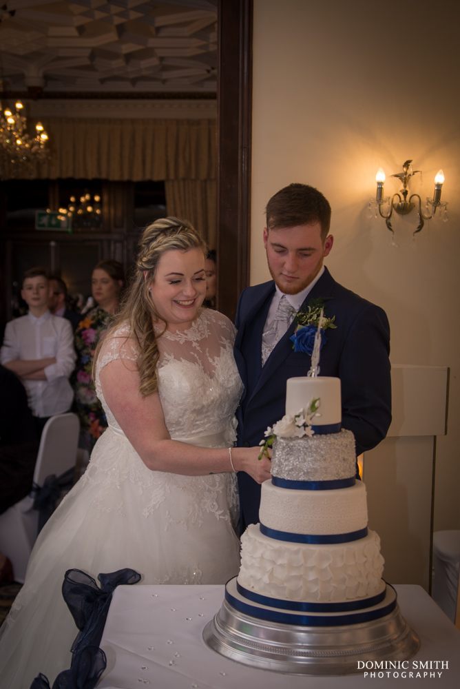 Tegen and Jed cutting their cake
