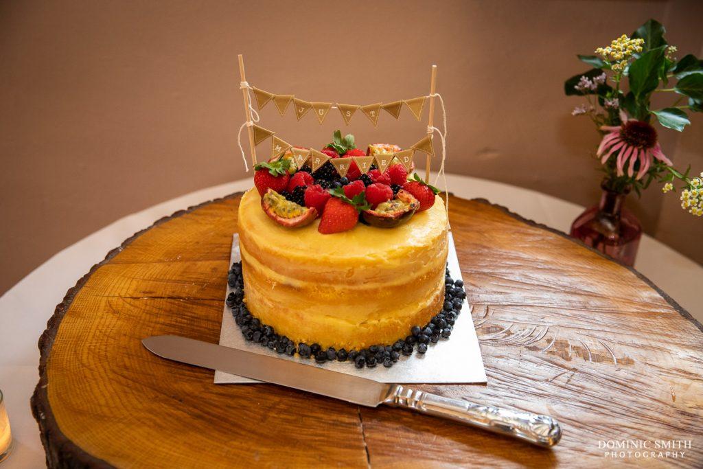Wedding cake at Pangdean Barn b